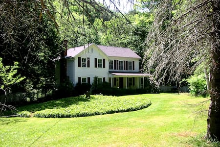 GORGEOUS HISTORIC 1850 FARMHOUSE - Haus