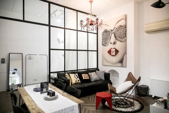 Pillow Dream——淮海中路, 老上海公寓,靠近Line Friends&Cafe
