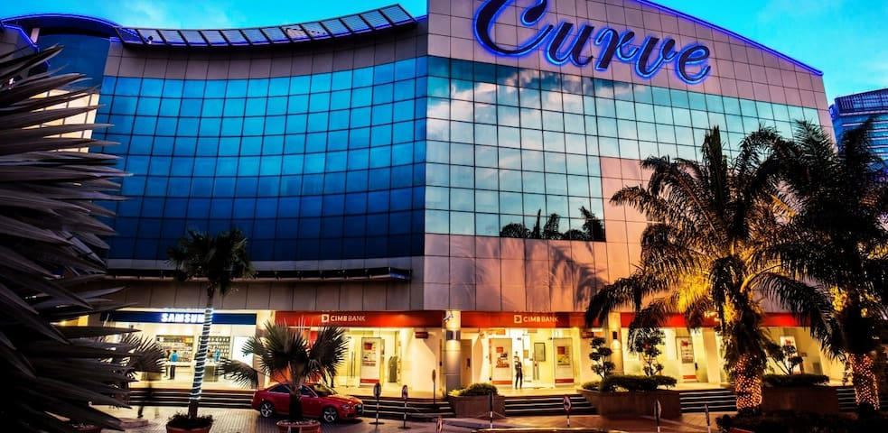 The Curve is one of the great place for shopping lovers