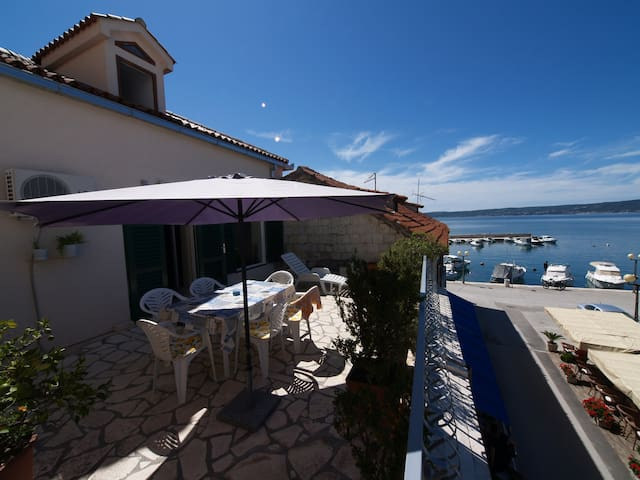 The most beautiful terrace and view - Kaštel Novi - Apartment