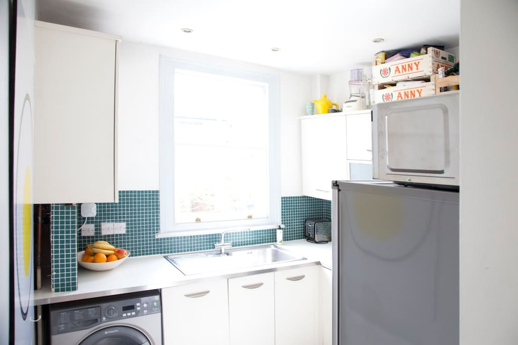Bright sunny kitchen with all mod cons, including aeropress coffee to get your morning started!