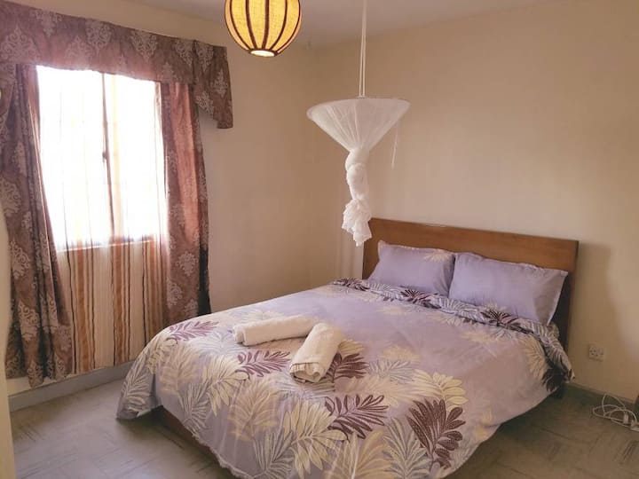 Fast Internet, Hot Shower, 15 mins to Airport