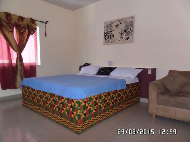 Premium Room - Dansoman - Bed & Breakfast