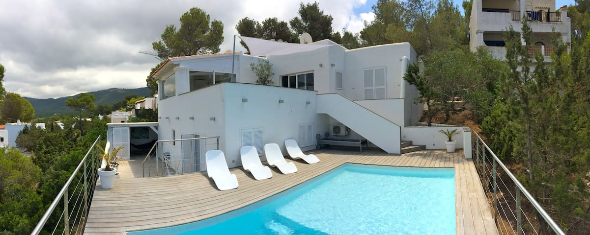 Can hybal in cala vadella maisons louer sant josep for Piscines illes