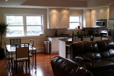 Modern, renovated 2BD with train access to Philly - Haverford