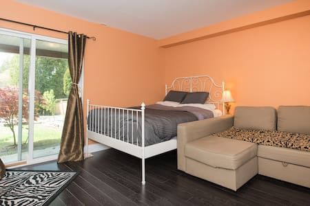 Elegant suite in Central Coquitlam - Coquitlam - Bed & Breakfast