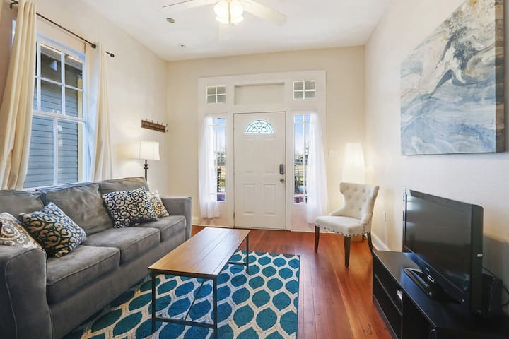 Bright by the Bayou (Ideal Location in NOLA!!!)
