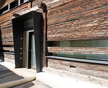 Grand Raccard - Martigny-Combe - Maan sisään rakennettu talo