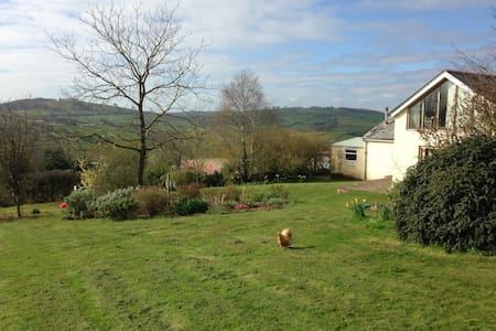 En suite double, lovely rural views - House