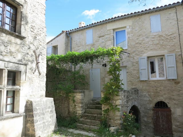 Charming little house in Provence. - Dauphin