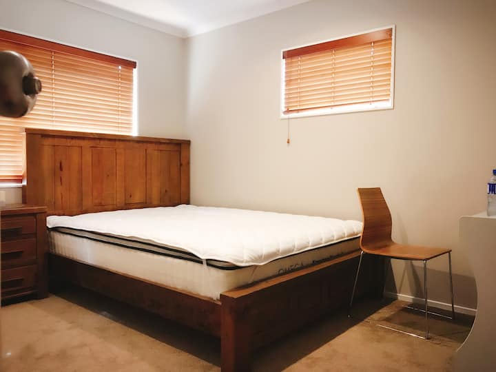 房间干净整洁,交通便捷,紧邻梅西大学。