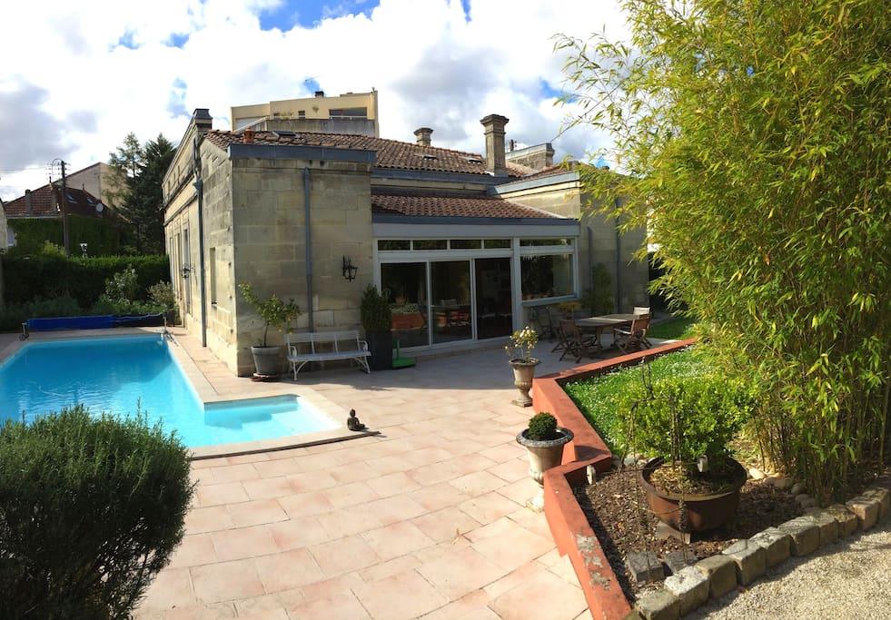 Une chambre priv e dans maison de charme piscine bed for Piscine universitaire talence