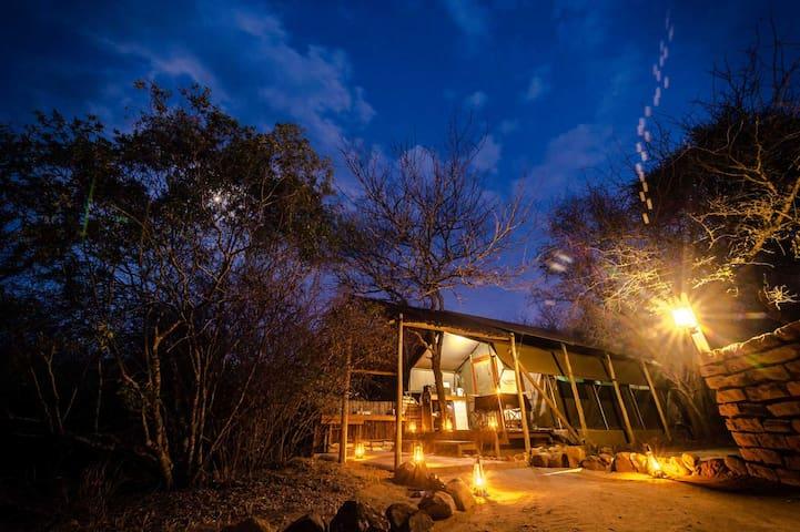 Bundox Safari Lodge - Tent with Bath 6