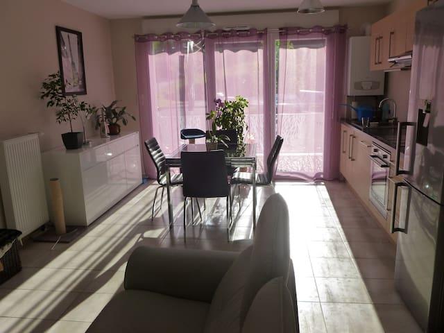 Chambre au calme, entre Annecy&Aix - Rumilly - アパート
