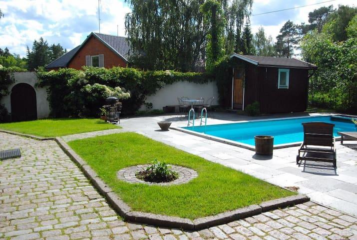 Apartment near sea with sauna,pool - Tyresö - Dům