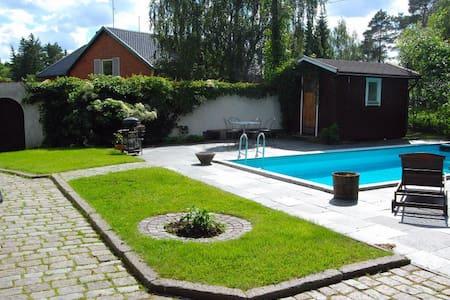Apartment near sea with sauna,pool - Tyresö - 一軒家