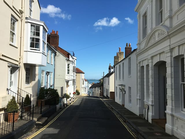 Staysail Cottage in the heart of Cowes old town - Cowes