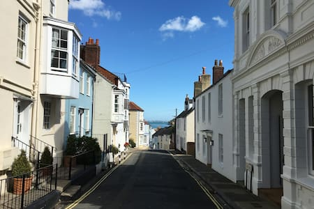 Staysail Cottage in the heart of Cowes old town - Cowes - Talo