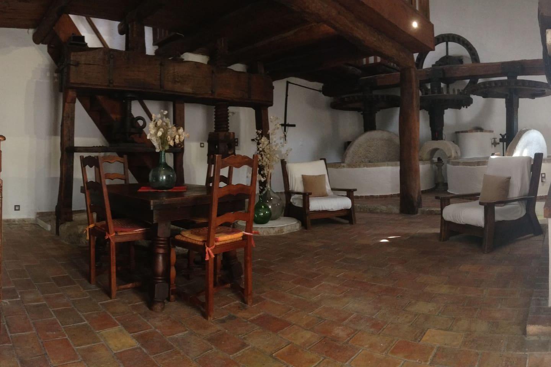 Moulin à huile d'olives du XVIII ème siécle rénové en habitation.