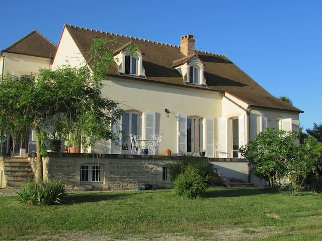 Chambre privée près de Beaune avec petit dejeuner - Marigny les Reullée  - Rumah