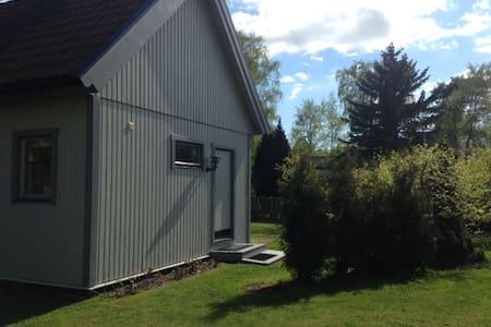 Cottage w. loft/ Stuga med sovloft - Höllviken - Cabanya
