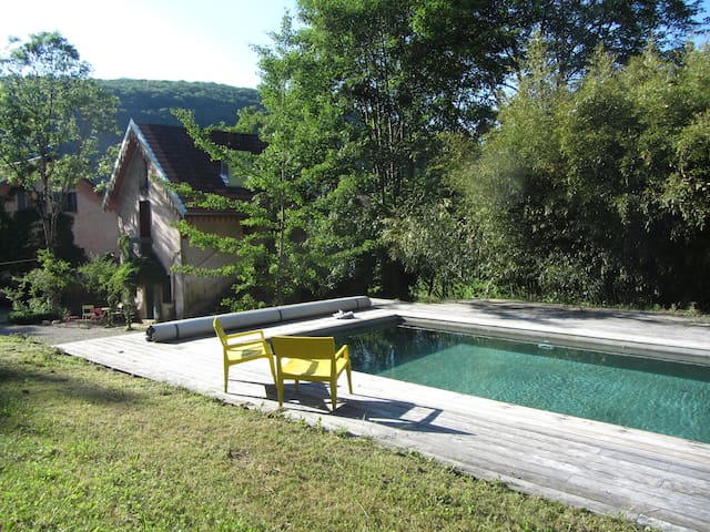 Charming cottage huge park w/ pool  - Besançon - Hus