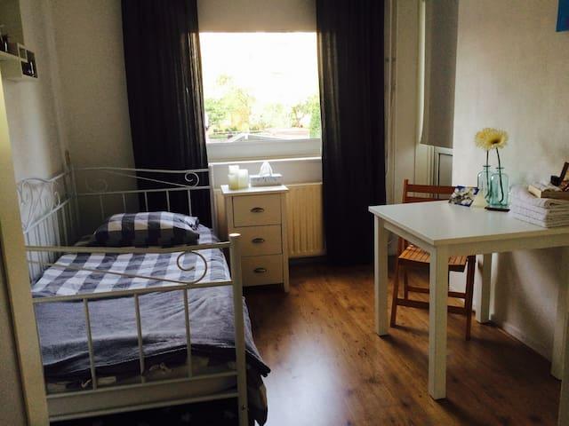 Lichte kamer in ruim appartement - Utrecht - Leilighet