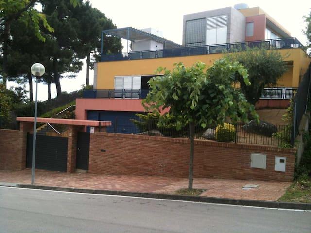 MODERN HOUSE NEXT TO THE BEACH - Sant Pol de Mar - Casa