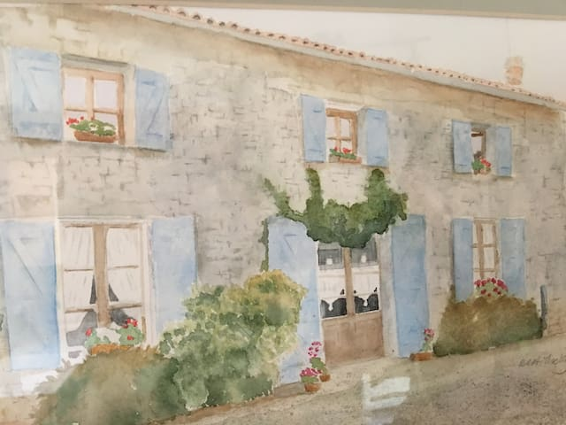 Chic 2 Bedroom Cottage with Pool - Near Verteuil