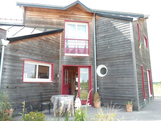 agréable & lumineuse maison en bois - Saint-Lambert-du-Lattay - Casa