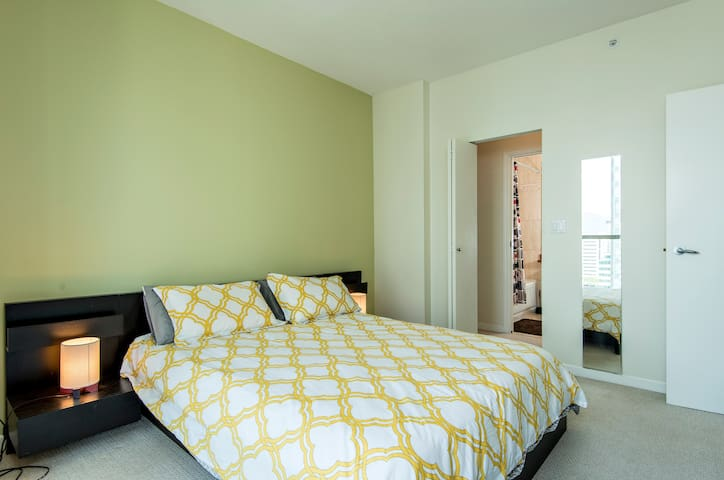 Queen size bed with memory foam mattress top