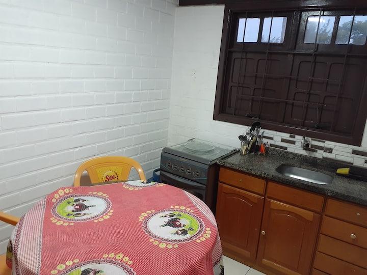 Ap (5) quarto de casal com cozinha 400m da praia