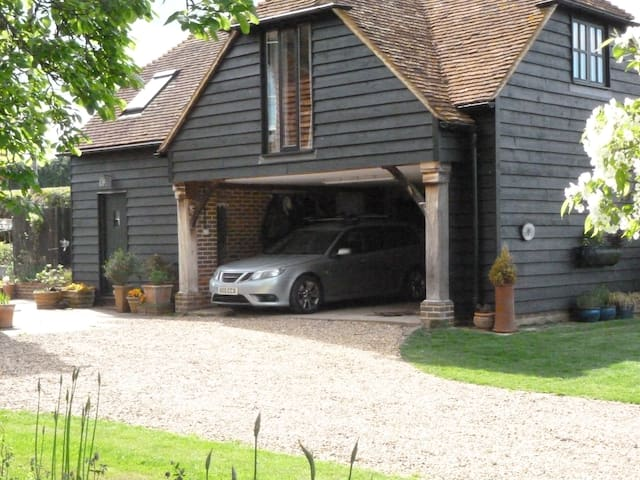 TullysEdge  barn conversion - Billingshurst - Wikt i opierunek