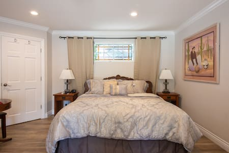 Great Studio w/ FP, dual shower and Private entry