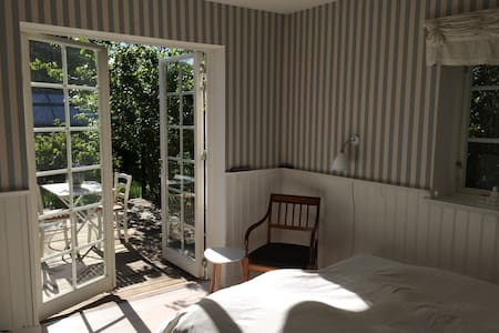 Charming suite w own terrrace - Skodsborg - 단독주택