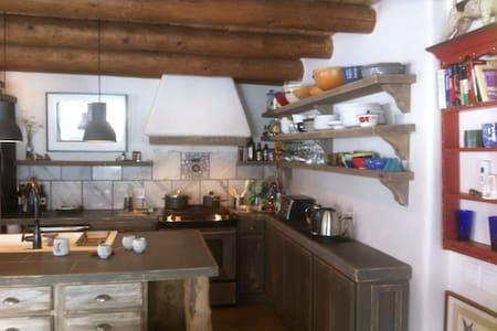 RavenStar Guestroom, Casa Veranda! - House