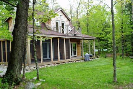 Wild Iris /  river cottage - Athelstane