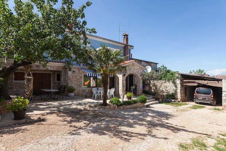 Friendly holiday house ErBiRoSa - Rovinjsko Selo - House