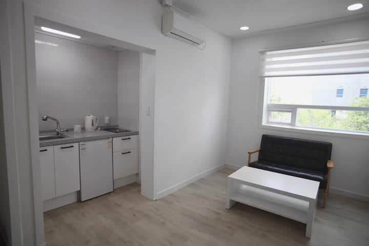 여수밤바다 인근 깨끗한 숙소 (방1거실1화장실1)