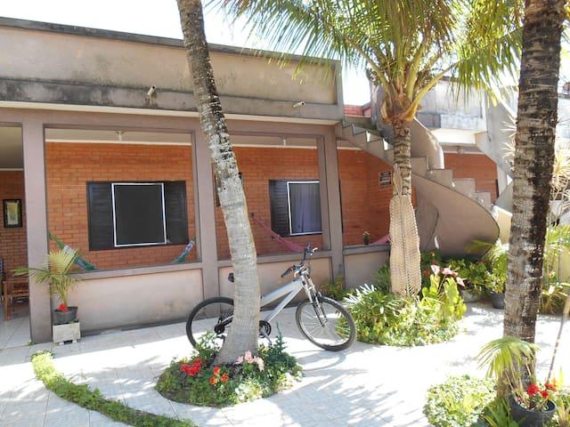 Casa confortável a 80mts da Praia ! - Ilha Comprida - Huis