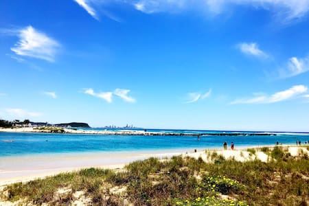 Beachfront Family home in Currumbin - top location