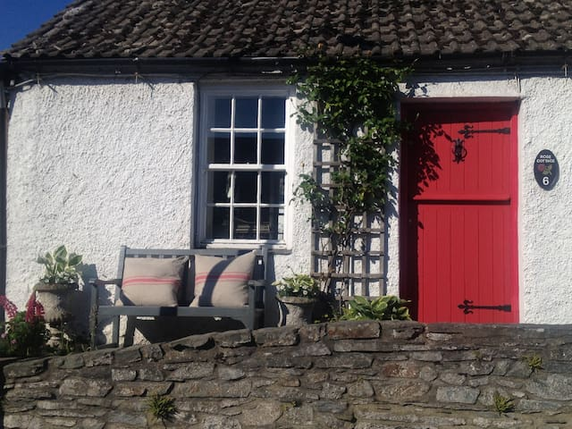 "Pretty ""Rose"" cottage in Greyabbey village - Greyabbey - House"