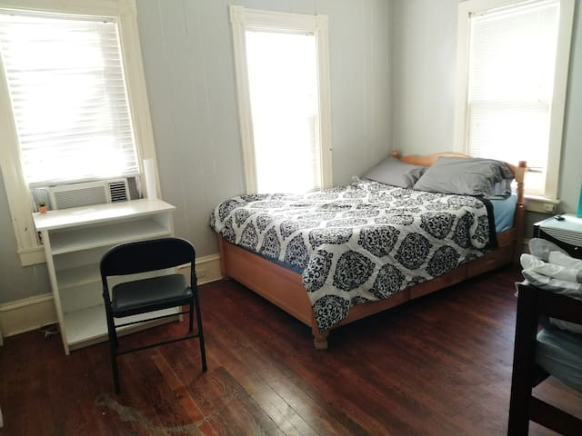 Double Bed Room in Center Ithaca
