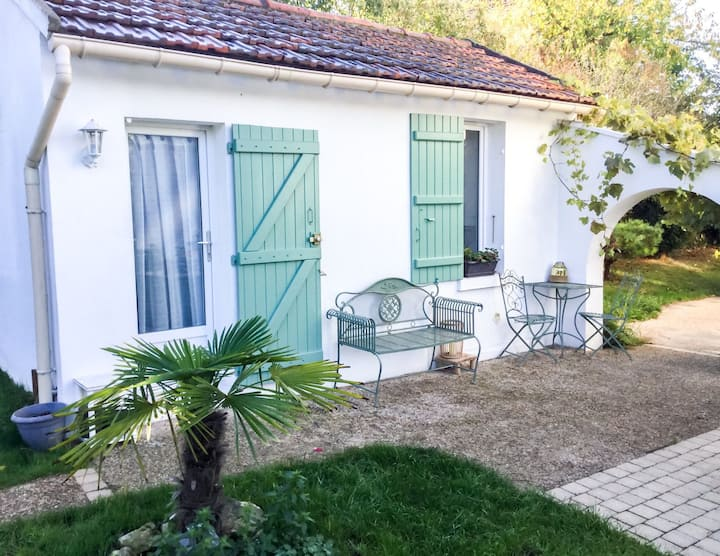 """Studio charmant"" calme et cosy, avec jardin"