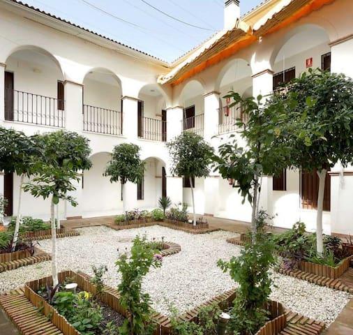 Alquilo habitación en dúplex en  centro histórico