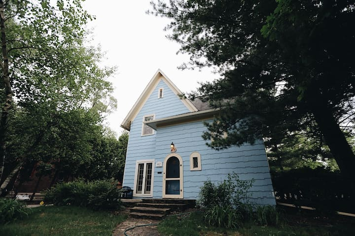 Old Blue Restored Historic Entire Home