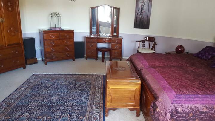Elegant round room in Kentish Oast.