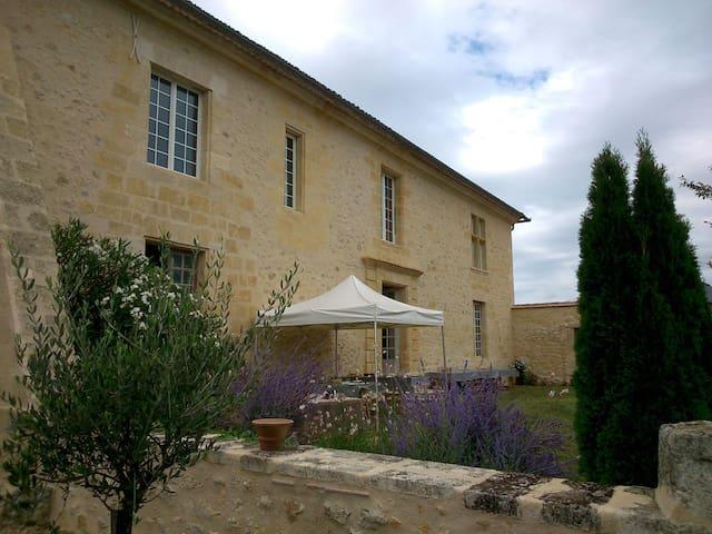 """Château Bessan - Chambre 3 """"Côté Terrasse"""""""