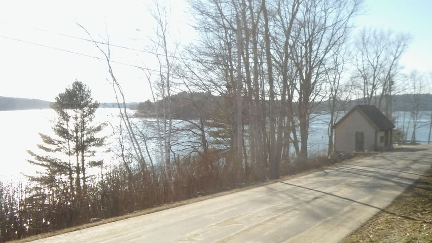 Sheepscot River Front Home with Dock - Эджком - Дом