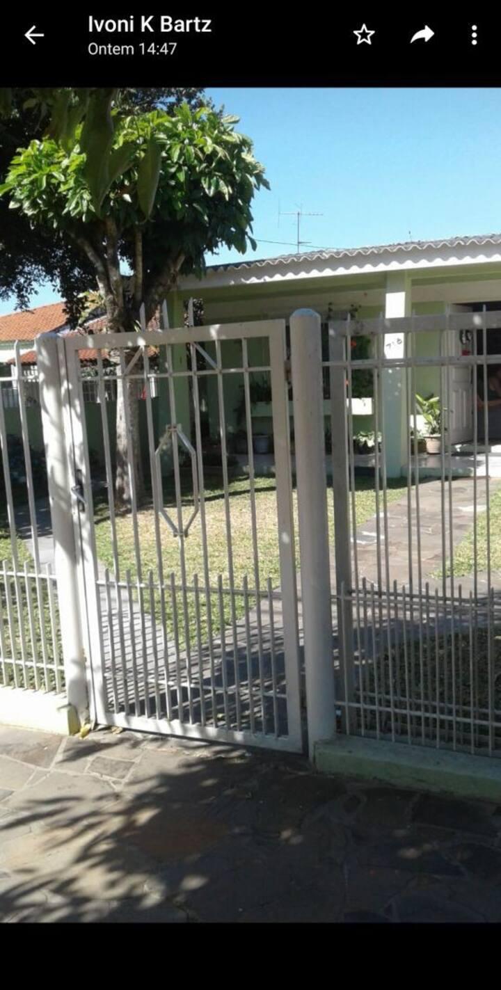 Casa Aluguel temporada, casa 1 ,entrada lateral.